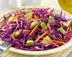 Salade de chou rouge, pomme et carotte aux agrumes : http://www.fourchette-et-bikini.fr/recettes/recettes-minceur/salade-de-chou-rouge-pomme-et-carotte-aux-agrumes.html