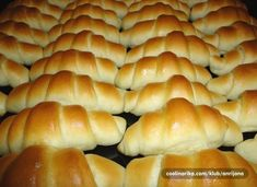 Zemlje s pecilnim in kvasom brez vzhajanja Albanian Recipes, Bosnian Recipes, Croatian Recipes, Kiflice Recipe, Baking Recipes, Dessert Recipes, Bread Dough Recipe, Macedonian Food, Bread And Pastries