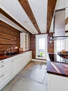 Kvitfjell Vest - Stor hytte med høy standard og flott utsikt! Witch Cottage, Wooden Cabins, Log Cabin Homes, Home Reno, Dream Decor, House In The Woods, Sweet Home, Interior Decorating, Mountain Cottage