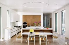 White is right in the kitchen of Alexandra von Furstenberg's Los Angeles home. Click through to see how other design senstations outfit their kitchens. | archdigest.com