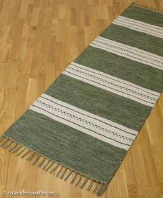 randig trasmatta i bomull - Nylanders Mattor Weaving Textiles, Weaving Art, Loom Weaving, Hand Weaving, Jute Rug, Pattern Design, Stripe Pattern, Yarn Colors, Textile Patterns