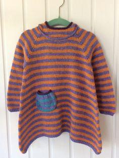 Størrelse: 1 / 2 / 3 / 4 / 5 / 6 / 7 / 8 år Garn: uld med løbelængde på ca 400 meter/100 gram Pind: 4 mm Opskrift til både cardigan & sweater