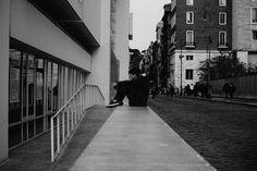 """Roma, Ara Pacis - Mostra Henri Cartier-Bresson. 3° riScatto urbano di Federica Mazzieri. Saranno conteggiati i """"mi piace"""" al seguente post: https://www.facebook.com/photo.php?fbid=10206224357400886&set=o.170517139668080&type=3&theater"""