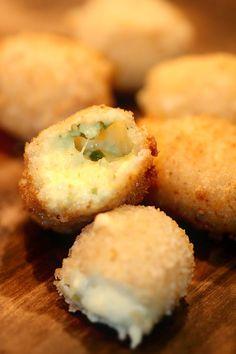 Chili cheese balls        http://kryddburken.se/2012/03/11/chili-cheese-i-made-it/