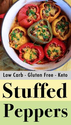 This recipe for Keto stuffed bell peppers is a homey meal with just 258 calories and net carbs per serving. These are bell peppers that are filled. No Carb Recipes, Low Carb Dinner Recipes, Beef Recipes, Healthy Recipes, Chilli Recipes, Paleo Dinner, Soup Recipes, Keto Stuffed Peppers, Paleo Menu