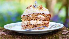 """Deze tropischeHummingbird taartkomt uit Jamie Oliver's nieuwe boek """"Jamie's comfort food"""". Uitgegeven door Kosmos Uitgevers en…"""