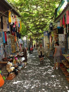 Strolling on the picturesque alleys of Molyvos in Lesbos Island, Greece (by Andy von der Wurm).