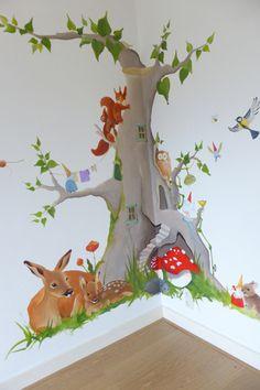 bosdieren kabouter woonboom met uil eekhoorntjes paddelstoel hertjes vogels muizen konijntjes