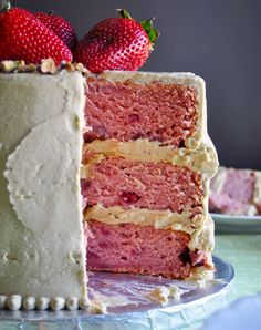 Strawberry Cake From Scratch, Strawberry Layer Cakes, Tea Cakes, Cupcake Cakes, Cupcakes, Pistachio Cake, Pistachio Recipes, Savoury Cake, Buttercream Frosting