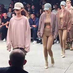 Kylie Jenner makes her new york fashion week debut at Kanye's Yeezy fashion show. Kendall And Kylie, Kanye West, Yeezy Fashion Show, Yeezy Collection, Kanye Yeezy, Yeezy Season 2, Kylie Jenner Style, Favim, Fashion Advice