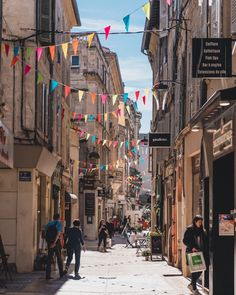 How to spend the perfect one day in Avignon itinerary. Looking for the best things to do in the foodie city of Provence? Here's your guide to the best foodie spots and things to do in Avignon! Avignon France, Provence France, Disney Springs, Places To Travel, Places To See, Travel Diys, Chateauneuf Du Pape, Excursion, French Riviera