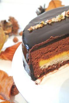 Entremets chocolat passion, croustillant praliné aux crêpes dentelle (gavottes)