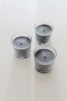 A super easy way to give plain candles a modern new life : speckle them!