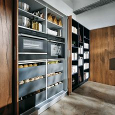 German kitchen are beautifully designed, work like a dream and have the best modern looks. Here are our faves from from SieMatic, Nolte, PoggenPohl and German Kitchen, New Kitchen, Kitchen Ideas, Pantry Storage, Locker Storage, Hidden Cabinet, Indigo, Cabinet Doors, Bad