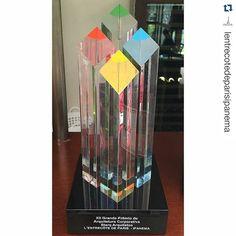 Hoje foi entregue o troféu ao Lentrecote de Paris Ipanema! Parabéns a todos e agora um item novo de decoração! @lentrecotedeparisipanema @lentrecotedeparis #starq #starqcomercial