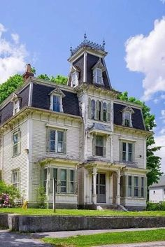 Abandoned Mansions, Abandoned Buildings, Abandoned Places, Old Home Renovation, Yacht Design, Fixer Upper, Beautiful Buildings, Beautiful Homes, Old Victorian Homes
