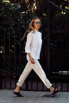 7 Dias 7 Looks - Vanesa Lorenzo. Pantalones 'Carim', de Vanesa Lorenzo; camisa Hermès; sandalias Birkenstock.
