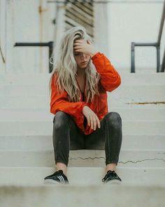 pinterest: whateveravocados Billie Eilish, Cara Delvingne, Singer, Queen, Paramore, Crushes, Skateboard, Boyfriends, Singers