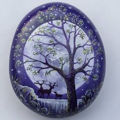 I almost missed the deer while looking at the tree. Pebble Painting, Pebble Art, Stone Painting, Painted Rocks Craft, Hand Painted Rocks, Painted Stones, Rock Painting Ideas Easy, Rock Painting Designs, Stone Crafts