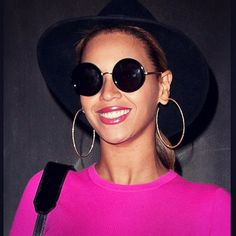 🎉 Celebrity Thursday 🎉⠀ ⠀ @beyonce looks so amazing in her @jeeperspeepersofficial sunglasses!😍⠀ ________________________________________________________________⠀ ⠀ 🎉 Celebrity Thursday 🎉⠀ ⠀ @beyonce sieht so toll aus in ihrer @jeeperspeepersofficial Sonnenbrille!😍⠀ .⠀ .⠀ .⠀ #celebrity #thursday #beyonce #style #sunglasses #fashion #eyewearblog #eyewear #glasses #beautiful #smile