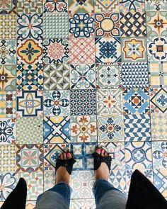 "Tara Jane Sloggett on Instagram: ""Gotta love a colourful tiled floor @maisonducap #ihaveathingwithtiles #guesthousefloors #boutiqueguesthouse #franschhoek #festivevacay…"" Murals, Flooring, Quilts, Blanket, Boutique, Wallpaper, Color, Instagram, Wallpaper Desktop"