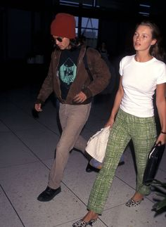 Airport Fashion Supermodels and Actresses Kate Moss, Gwyneth Paltrow, Naomi Campbell Ali Michael, Jane Birkin, Estilo Kate Moss, Kate Moss Stil, Throwback Outfits, Celebrity Airport Style, Drew Barrymore, Gwyneth Paltrow, Mode Outfits