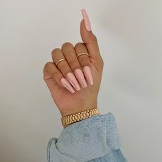 "If you're unfamiliar with nail trends and you hear the words ""coffin nails,"" what comes to mind? It's not nails with coffins drawn on them. It's long nails with a square tip, and the look has. Gorgeous Nails, Pretty Nails, Hair And Nails, My Nails, Salon Nails, Crome Nails, Luxury Nails, Cute Acrylic Nails, Pedicures"