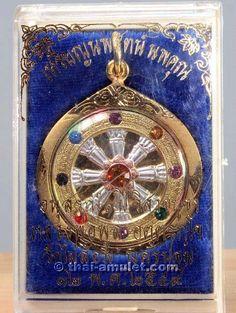"""Wunderschönes Dharma Rad """"Nopparat Noppakhun"""" vom ehrwürdigen Luang Pho Poon Akdharakkho (Phra Mongkon Sitthigan), zu Lebzeiten Abt des Wat Pailom. Das Amulett wurde noch vom ehrwürdigen Luang Pho Poon zu Lebzeiten selbst erschaffen. Das Amulett wurde vom ehrwürdigen Luang Phi Namfon, Abt des Wat Pailom und Sit Aek des ehrwürdigen Luang Pho Poon, am 14.08.2010 um 11:00 Uhr Ortszeit erneut geweiht."""