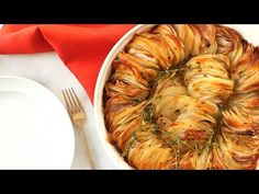 This roasted crispy potato dish is not only an explosion of flavor, it's also a simple dish that you can easily whip up for your next big family dinner. family dinner How To Make Roasted Crispy Potatoes For Your Next Big Family Dinner Potato Dishes, Potato Recipes, Vegetable Recipes, Crispy Potatoes, Roasted Potatoes, Russet Potatoes, Roast Recipe Video, Roast Recipes, Cooking Recipes