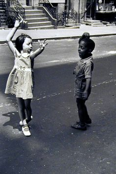 """New York, circa 1940 kids dancing"", photograph by Helen Levitt, noted for ""street photography"" around New York City, and has been called ""the most celebrated and least known photographer of her time. New York Street, New York City, Helen Levitt, Foto Poster, Walker Evans, Henri Cartier Bresson, Dance Like No One Is Watching, Lets Dance, Jolie Photo"