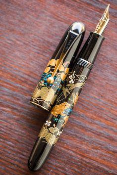 Namiki Yukari Royale Maki-e Fountain Pen - Frog This Namiki Yukari Royale Frog maki-e fountain pen was created in 2017 in Japan by maki-e artisan Y Stylo Art, Dog Pen, Vintage Pens, Pen Collection, Writing Pens, Pen Nib, Fountain Pen Ink, Writing Instruments, Dip Pen