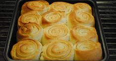 """- Hvidløgssnegle - Garlic-""""Snails"""" garlicbutter of 50 gr garlic cloves and parsley, - also bake them individual in muffin tins and/or make them as """"fan tans"""" Food N, Food And Drink, Baking Recipes, Dessert Recipes, Brunch Cake, Danish Food, Bread Bun, Bread Baking, Finger Foods"""