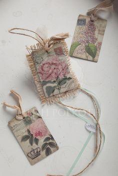 Μπομπονιέρες βάπτισης σε vintage ύφος μαγνητάκια με λουλούδια