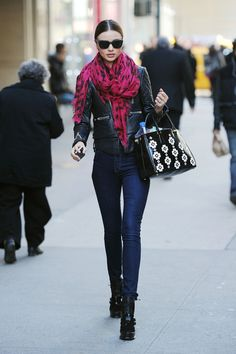 Miranda Kerr - Miranda Kerr steps out with a patterned Prada bag in Midtown,  New York City