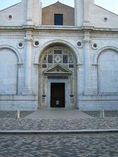 Alberti, Tempio Malatestiano, detail