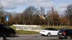 Käytännössä maksut kohdentuvat ainoastaan Saksan autobahneja kuluttaviin ulkomaalaisiin, sillä saksalaisautoilijoilta kerätyt maksut on luvattu maksaa veronalennuksina takaisin.