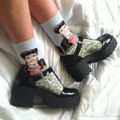 Jelly Shoes Outfit, Aesthetic Shoes, Me Too Shoes, Cute Shoes, Grunge, Cool Outfits, Fashion Outfits, Womens Fashion, Foot Odor