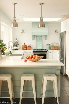 Step by step on how to completely organize your kitchen; get rid of the clutter, group like items together, and create an organized and functional kitchen.
