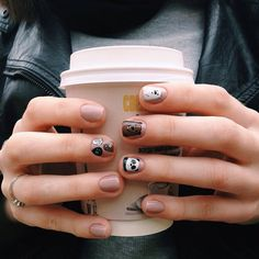Loving these nails!❄ Made By: @pnflvr #loveit #nails #nailart #toocute
