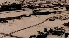 The Moving of a Town The first permanent settlement of American Falls was founded in 1800 and located on the West bank of the Snake River, on the opposite side of the river from the present locatio...