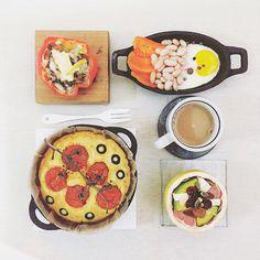 . good morning tuesday :-0))) . #goodmorning #morning #breakfast #yummy #goodfood #instafood #onthetable  #homemade #foodie #foodstagram #igfood #foodphotography #foodphoto #yum #2eat2gether  #S_S_iloveBreakfast #朝食 #早餐 #朝ごパン #烘培 #baking # #bread #cornbread #玉米麵包 #麵包  #パン  #tomato_cheese_olive_cornbread #stuffed_cheese_mushroom_onion_sweetpepoer #baked_carrot_beans_egg