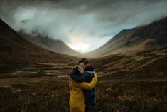Share a warm embrace in a cold place. | 41 Romantic Ideas To Elevate Your Engagement Pictures