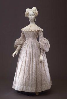 Day dress, c. 1835-8. Galleria del Costume di Palazzo Pitti.