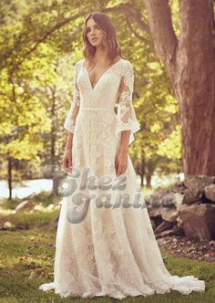 The Blushing Bride Boutique is one of the largest Retailers in Texas for Lillian West Wedding Gowns! You'll find in our Lillian West Collection an assortment of Ultra Boho Styles, Romantic … Classic Wedding Dress, Dream Wedding Dresses, Lace Dress With Sleeves, The Dress, Bell Sleeves, Lillian West Wedding Gowns, Plus Size Bridal Dresses, Boho Vintage, Boho Stil