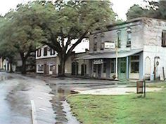 Micanopy, Fl - Old Florida. (pronounced Mi-kan-OH-pee as in minute)This is where the movie Doc Hollywood with Michael J. Fox was filmed. It looks nicer now than this photo, but has retained its old Florida charm. Miss Florida, Florida Style, Florida Living, Old Florida, Vintage Florida, Naples Florida, State Of Florida, Florida Travel, Florida Home