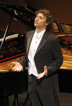 Jonas Kaufmann - wonderful German tenor.  He's one of my favorites :D