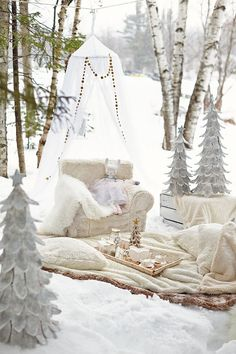 Magical and dreamy inspiration for a winter birthday party