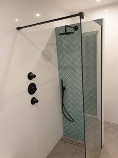 City half Tile seagreen zeegroen turquoise visgraat tegel x 30 cm online bestellen - TEGELinfo Bathroom Toilets, Bathroom Renos, Bathroom Renovations, Bathroom Ideas, Modern Master Bathroom, White Bathroom, Small Bathroom, Bad Inspiration, Bathroom Inspiration