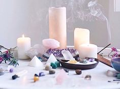 The Aries Witch ♈ Crystal meditation altar - healing - chakra - Wicca - pagan - witchcraft Meditation Corner, Meditation Rooms, Easy Meditation, Meditation Quotes, Meditations Altar, Crystal Altar, Crystal Healing, Crystal Box, Crystal Grid