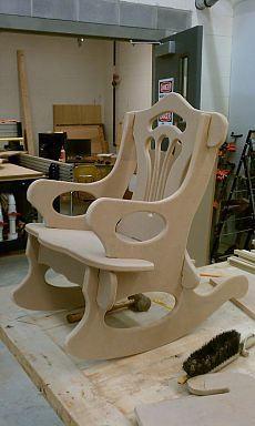 Adirondack chair, reclaimed wood DIY - Make this beautiful Adirondack Chair yourself! See this post for the Furniture Plans, instructions and supply list to build. Pallet Furniture, Furniture Projects, Furniture Design, Furniture Plans, Decoupage Furniture, Chair Design, Painted Furniture, System Furniture, Furniture Market